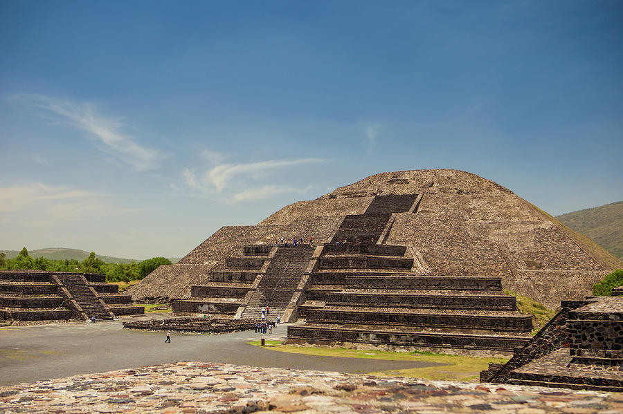 Visiting the historic pyramids near Mexico city by Kim Vermaat