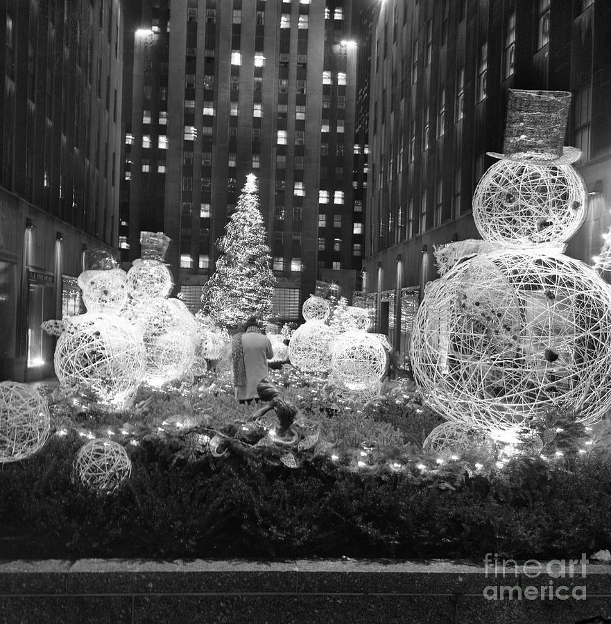 Christmas Tree At Rockefeller Center Photograph by Bettmann