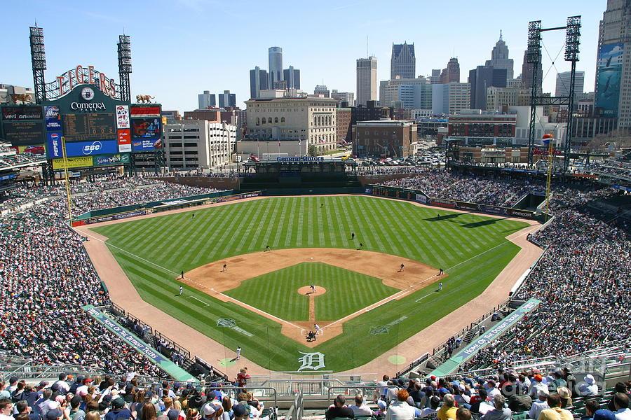 Cleveland Indians V Detroit Tigers Photograph by John Grieshop