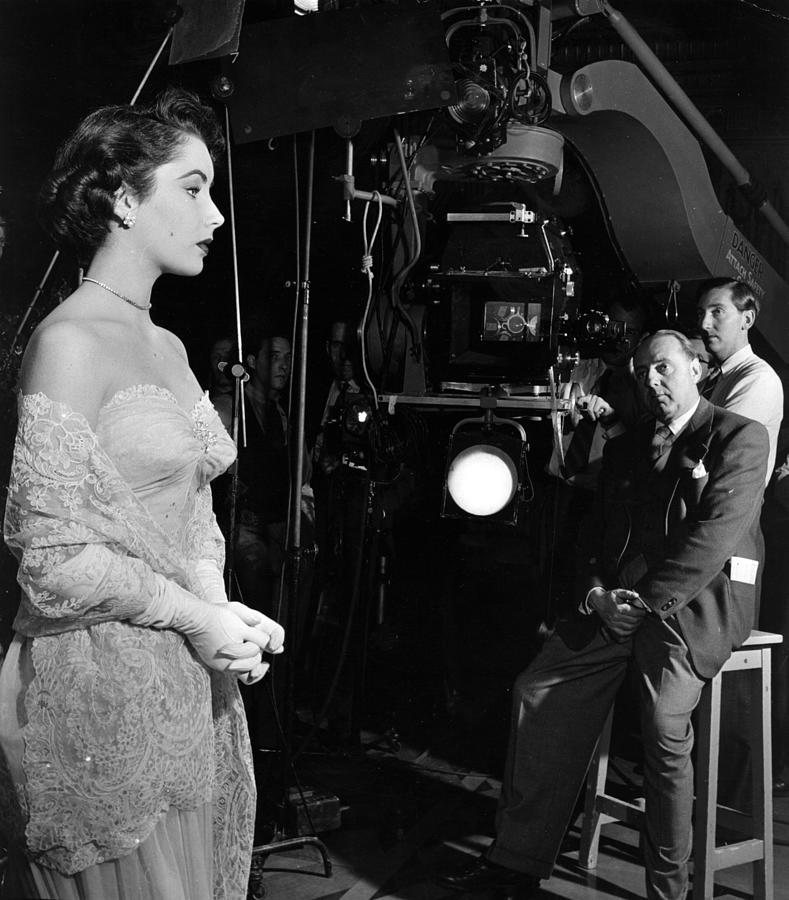 Elizabeth Taylor Photograph by Hulton Archive