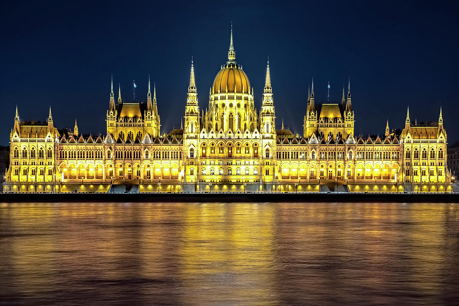 Parliament building by Svetlana Sewell