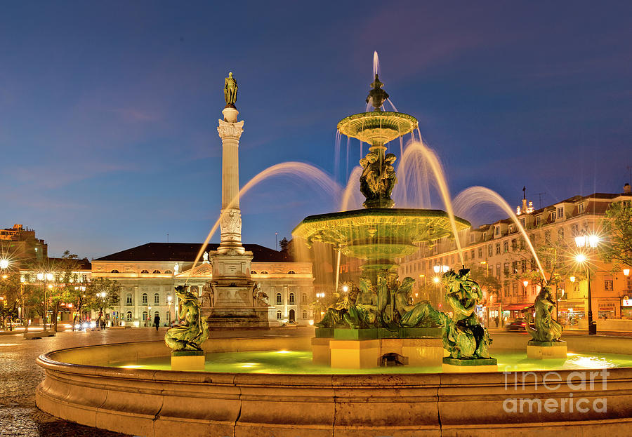 Rossio fountain by Mikehoward Photography
