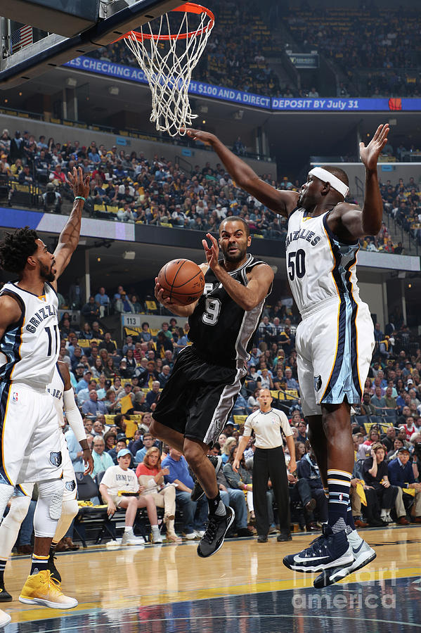San Antonio Spurs V Memphis Grizzlies - Photograph by Joe Murphy
