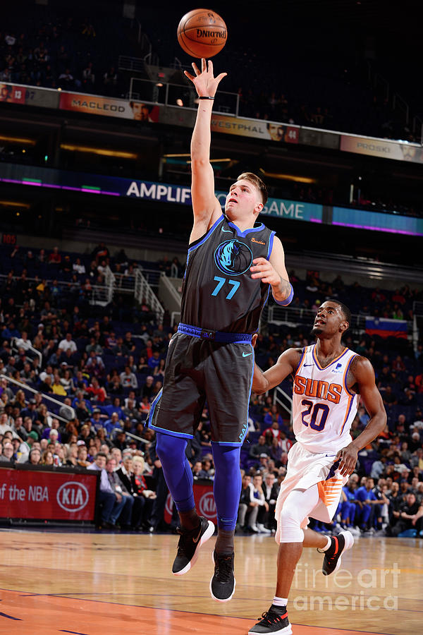 Dallas Mavericks V Phoenix Suns Photograph by Barry Gossage