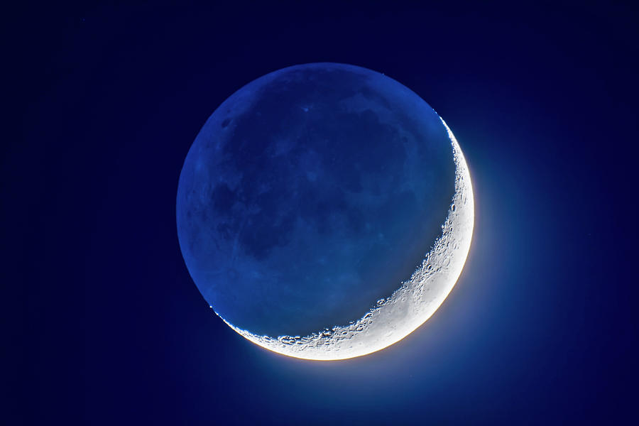 4-day Old Waxing Crescent Moon by Alan Dyer