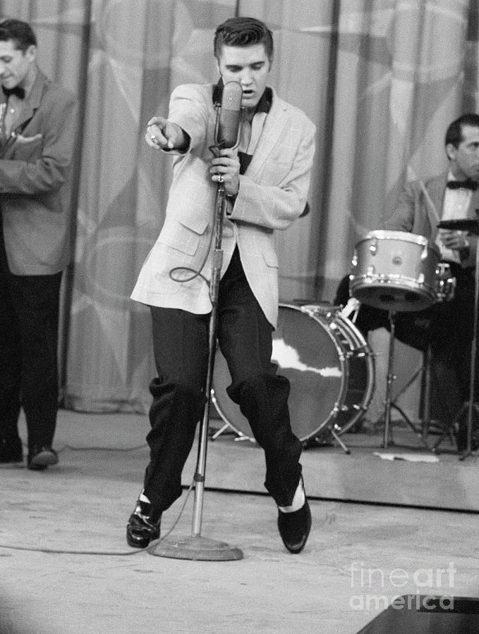 Elvis Presley Performing Photograph by Bettmann