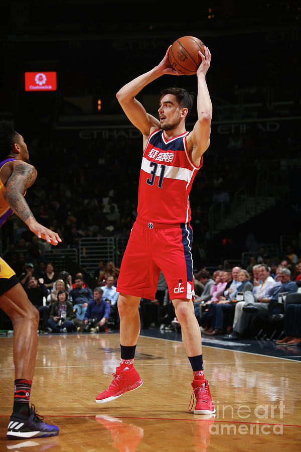 Los Angeles Lakers V Washington Wizards Photograph by Ned Dishman