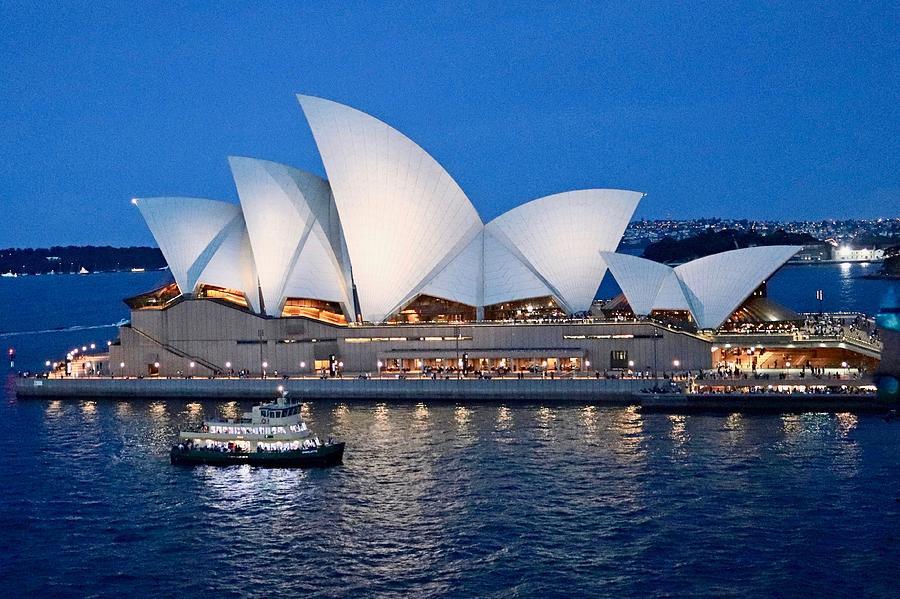 Sydney Opera House by Sarah Lilja