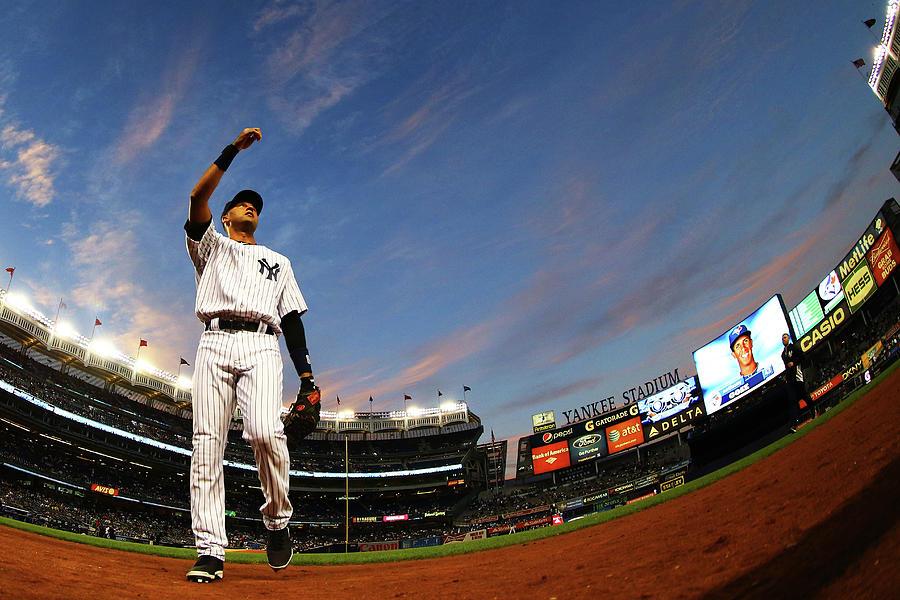 Toronto Blue Jays V New York Yankees - Photograph by Al Bello