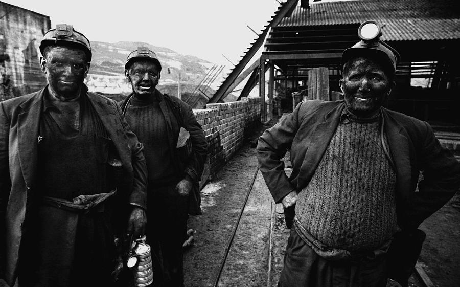 4-welsh-mining-town-i-c-rapoport.jpg
