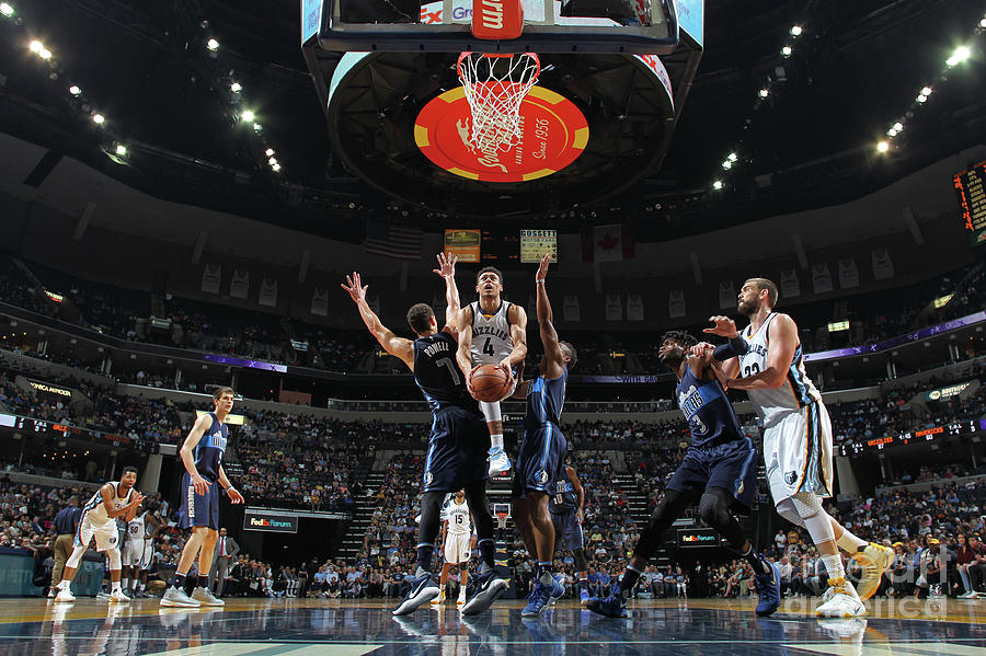 Dallas Mavericks V Memphis Grizzlies Photograph by Joe Murphy