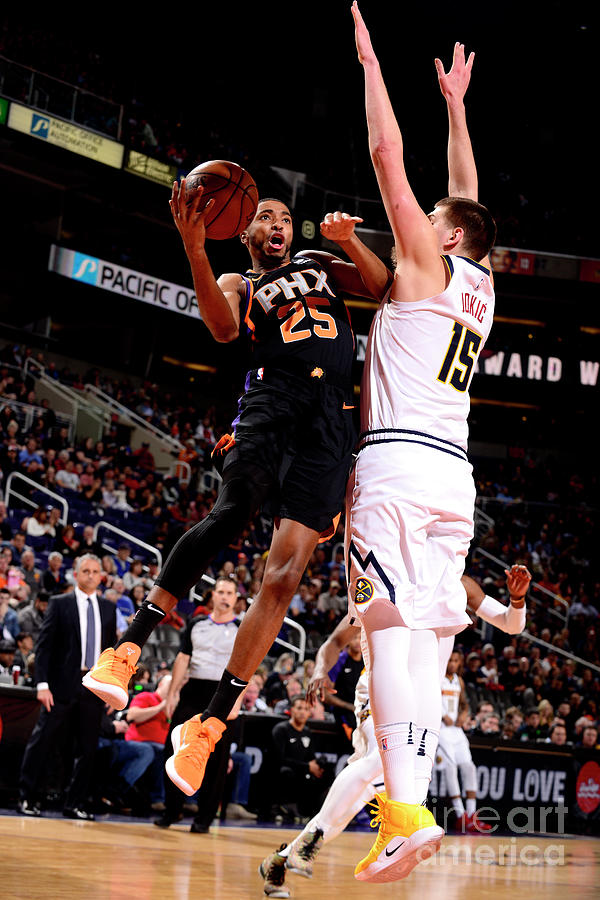 Denver Nuggets V Phoenix Suns Photograph by Barry Gossage