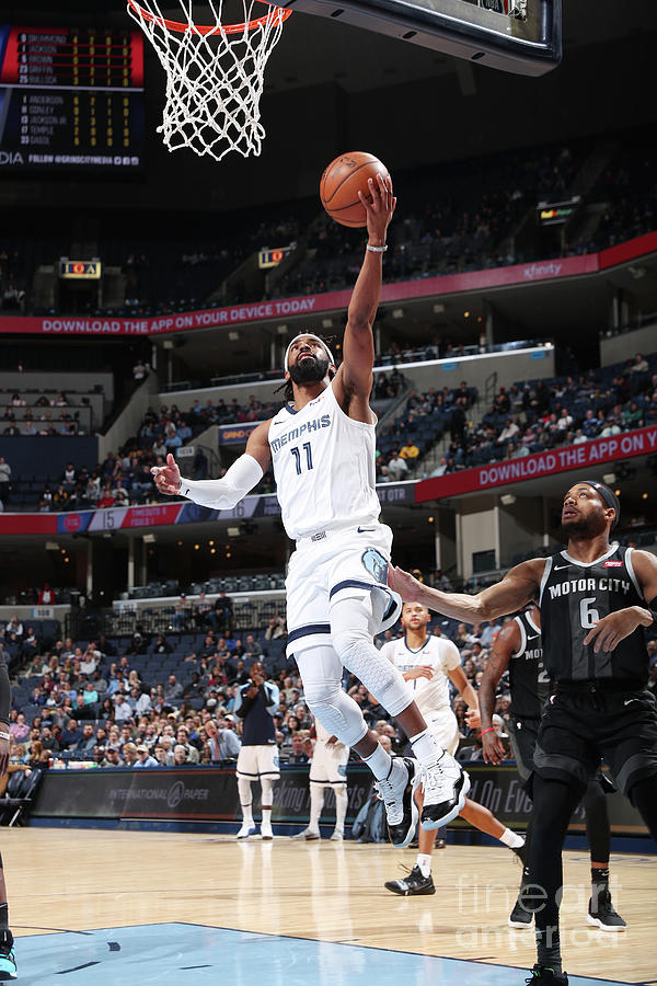 Detroit Pistons V Memphis Grizzlies Photograph by Joe Murphy