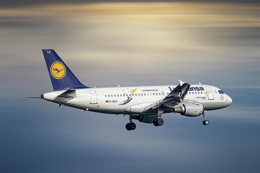 Airbus Mixed Media - Lufthansa Airbus A319-114 by Smart Aviation