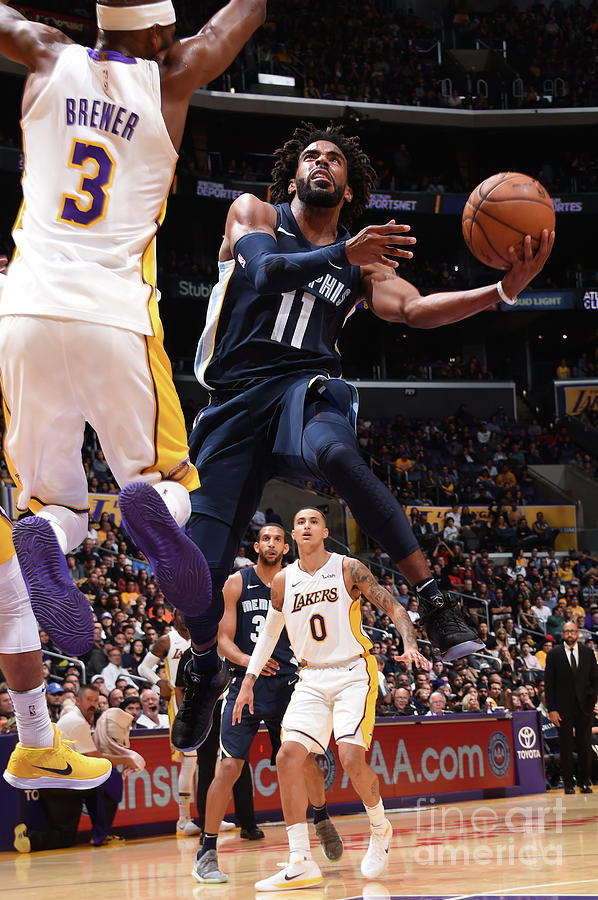 Memphis Grizzlies V Los Angeles Lakers Photograph by Andrew D. Bernstein