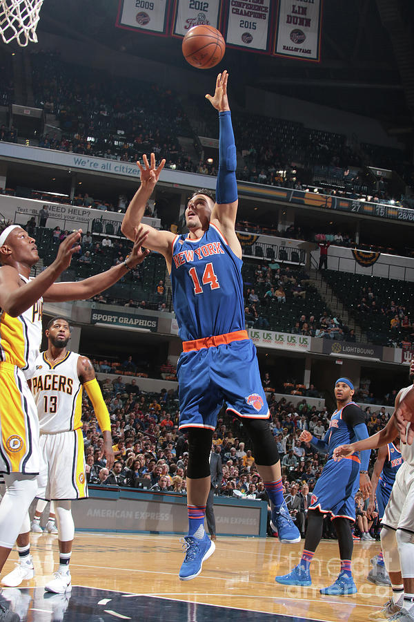New York Knicks V Indiana Pacers Photograph by Ron Hoskins