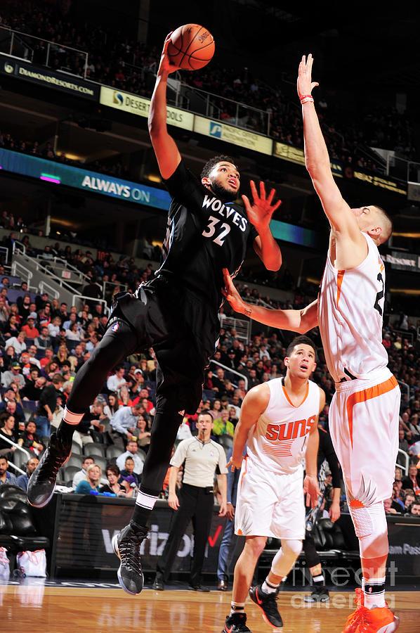 Minnesota Timberwolves V Phoenix Suns Photograph by Barry Gossage
