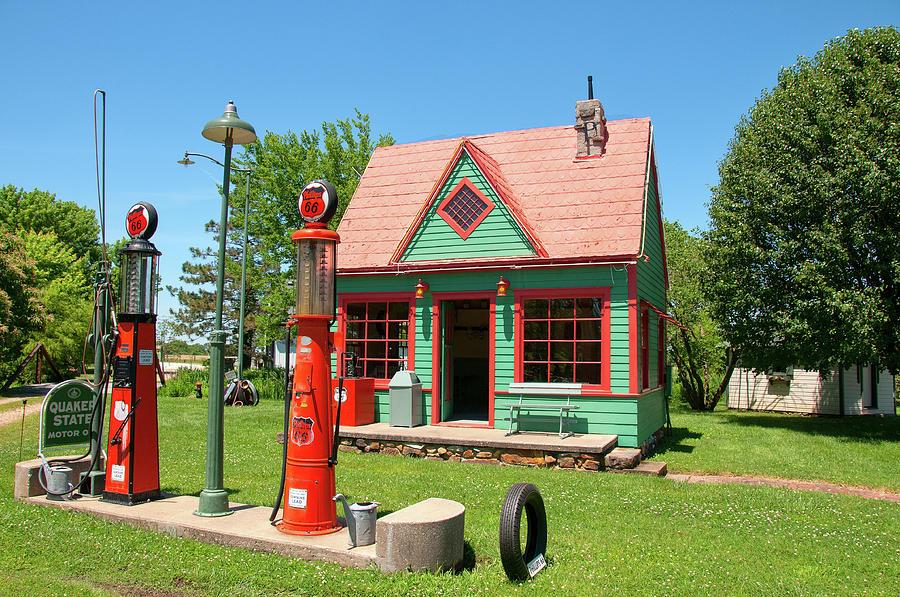 66 Gas Station by Steve Stuller