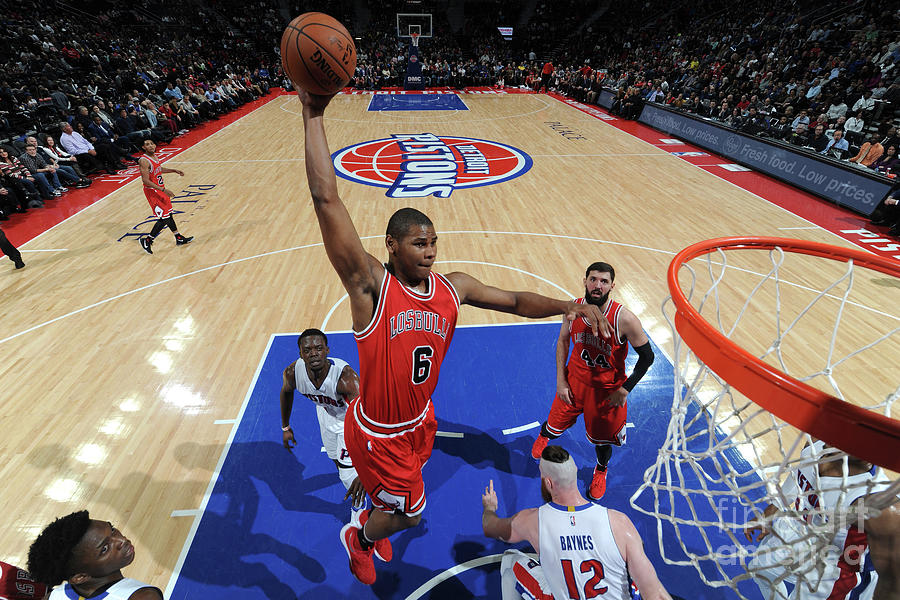 Chicago Bulls V Detroit Pistons Photograph by Chris Schwegler