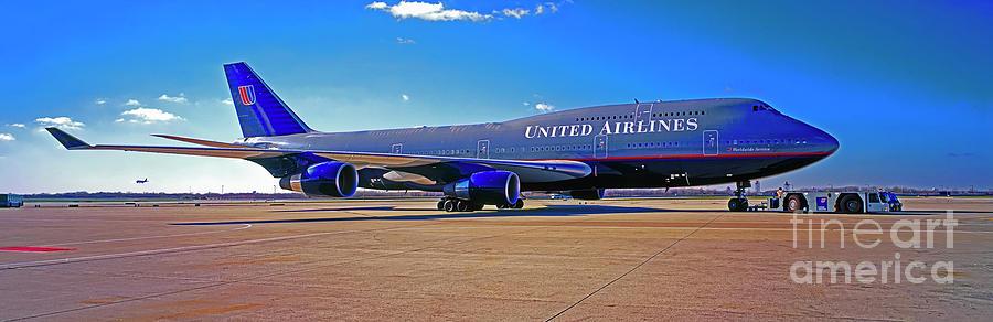 747  UAL blue gray livery by Tom Jelen