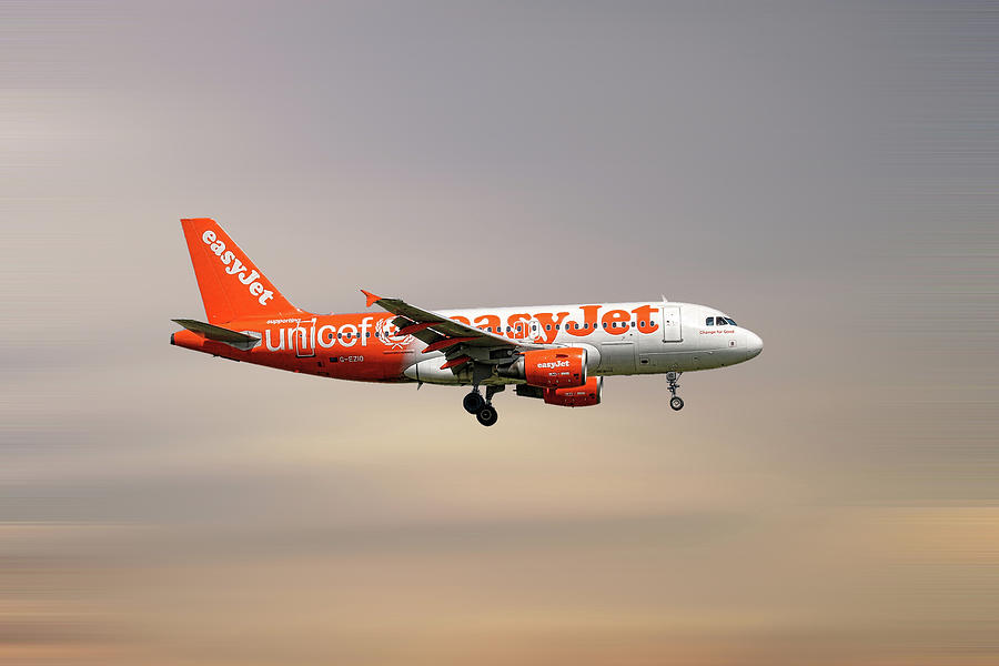 Airbus Mixed Media - Easyjet Unicef Livery Airbus A319-111 by Smart Aviation