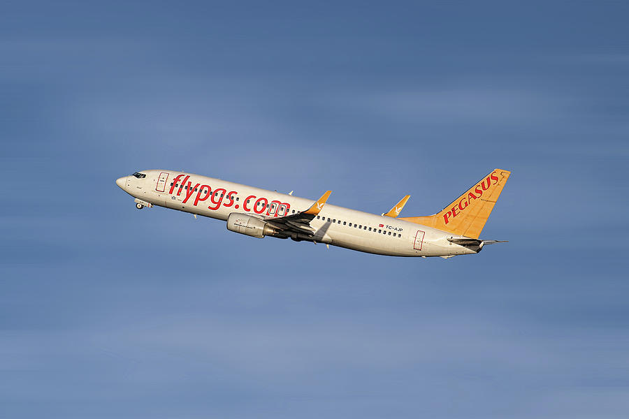 Pegasus Mixed Media - Pegasus Airlines Boeing 737-82r by Smart Aviation