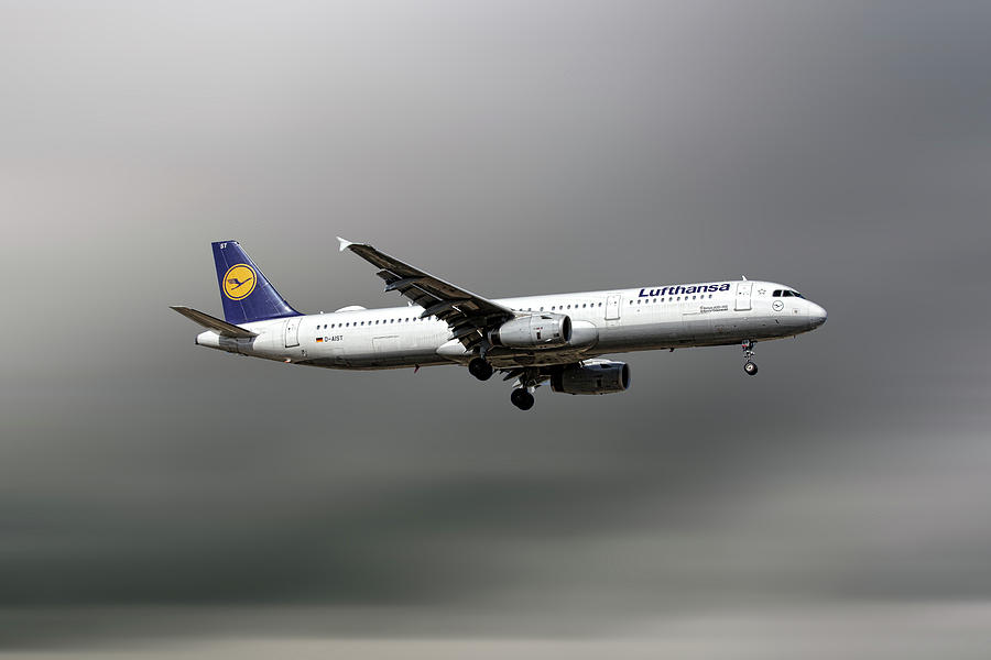 Lufthansa Airbus A321 Mixed Media - Lufthansa Airbus A321-231 by Smart Aviation