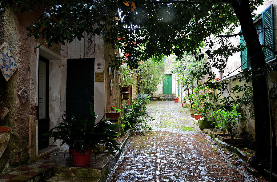 A courtyard in Erice by RicardMN Photography