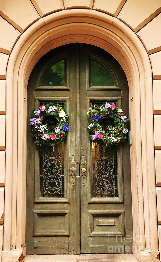 Mount Vernon Photograph - A Doorway In Mount Vernon In Spring by Marcus Dagan