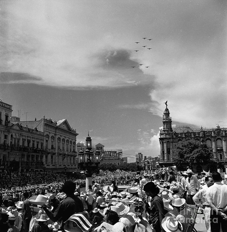 Havana Photograph - A Fly Over by Venancio Diaz