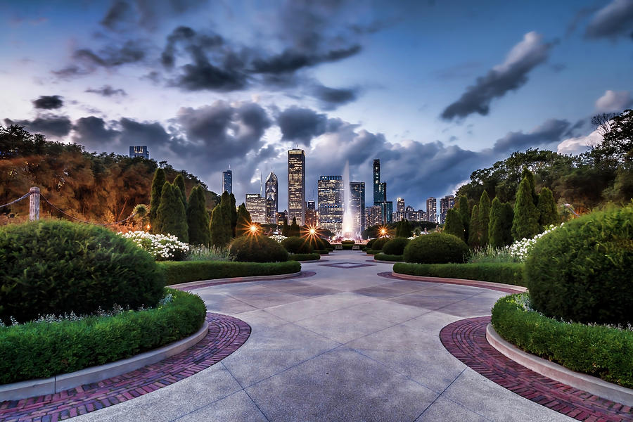 A garden view of Chicago's Buckingham Fountain by Sven Brogren