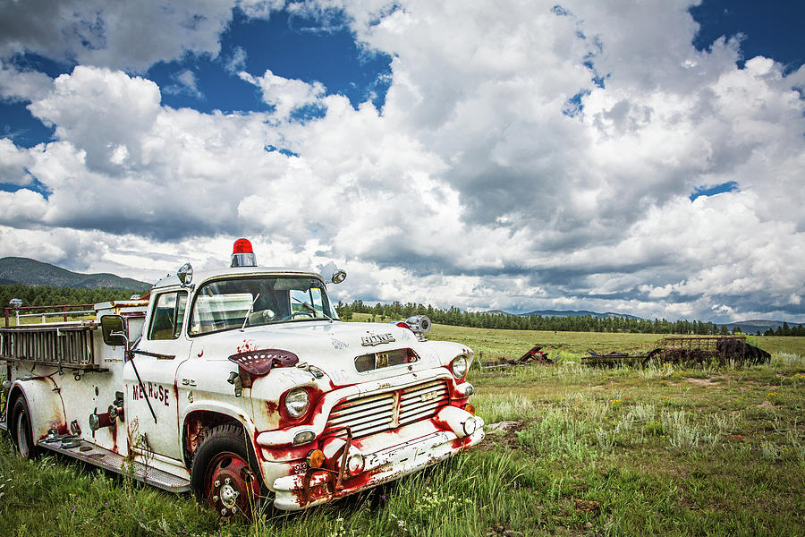 Elizabethtown Photograph - Abandoned Fire Truck by Candy Brenton