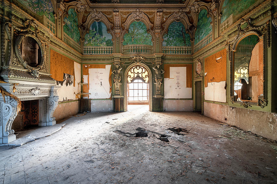 Abandoned Hall in Villa by Roman Robroek