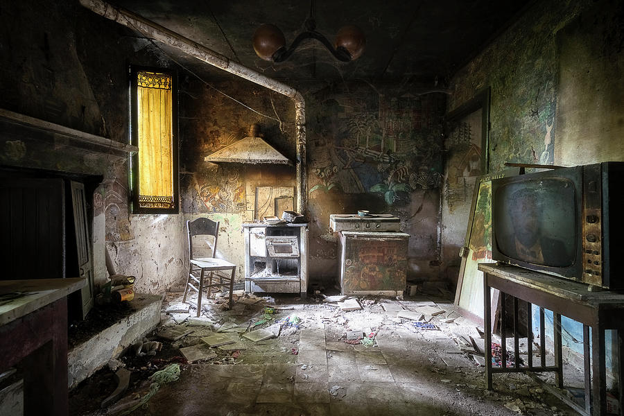 Abandoned Kitchen of an Artist by Roman Robroek