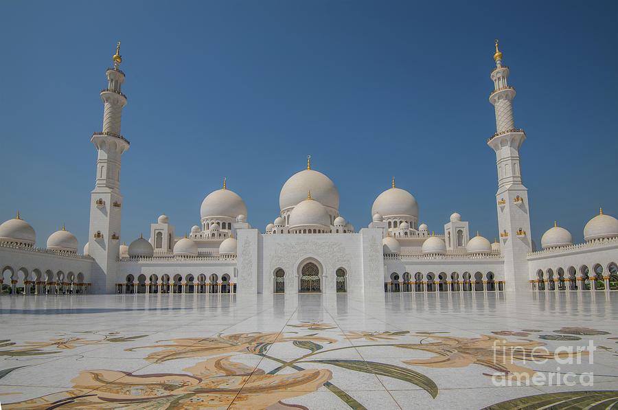 Abu Dhabi 2 by Mauro Celotti