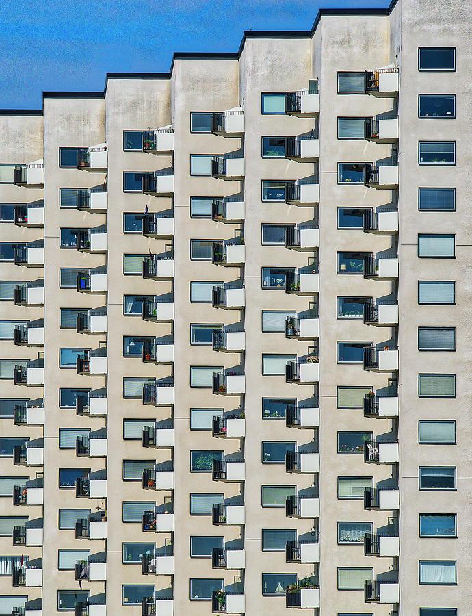 Accordian building by Anders Kustas