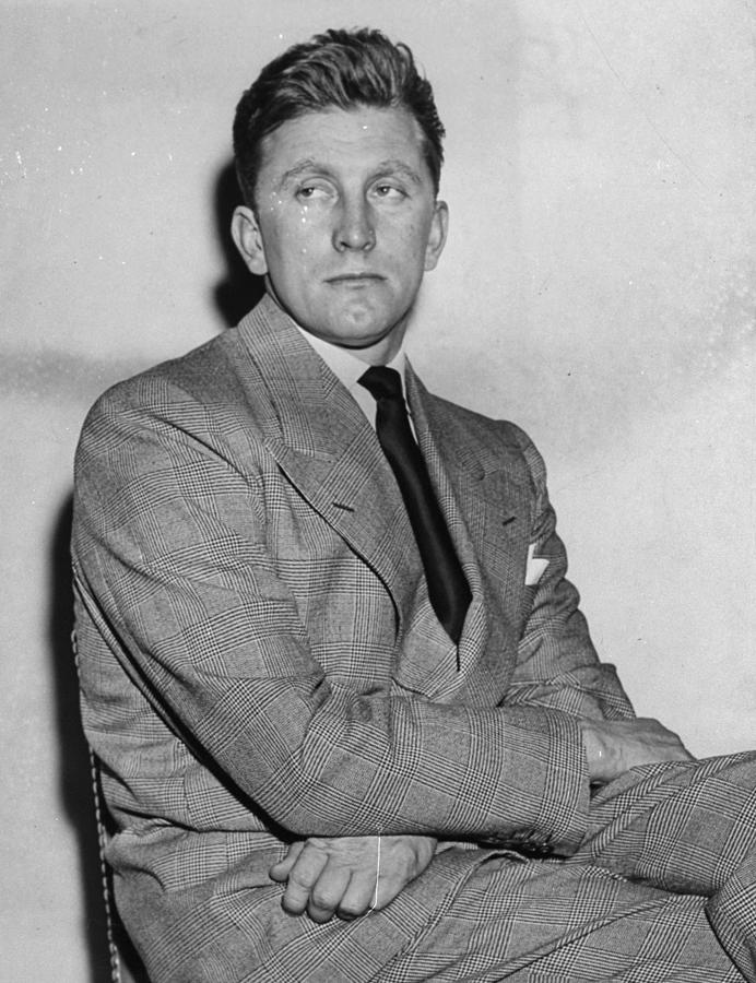 Actor Kirk Douglas In The Daily News Photograph by New York Daily News Archive
