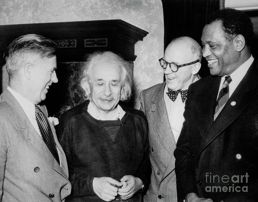 Actor Paul Robeson With Albert Einstein Photograph by Bettmann