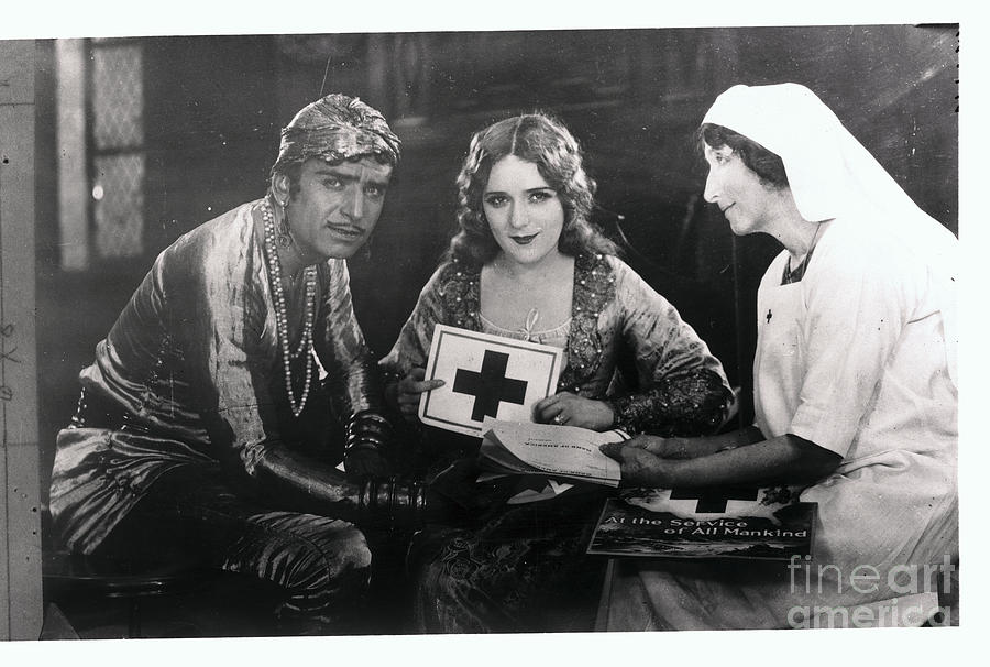 Actors Mary Pickford And Douglas Photograph by Bettmann