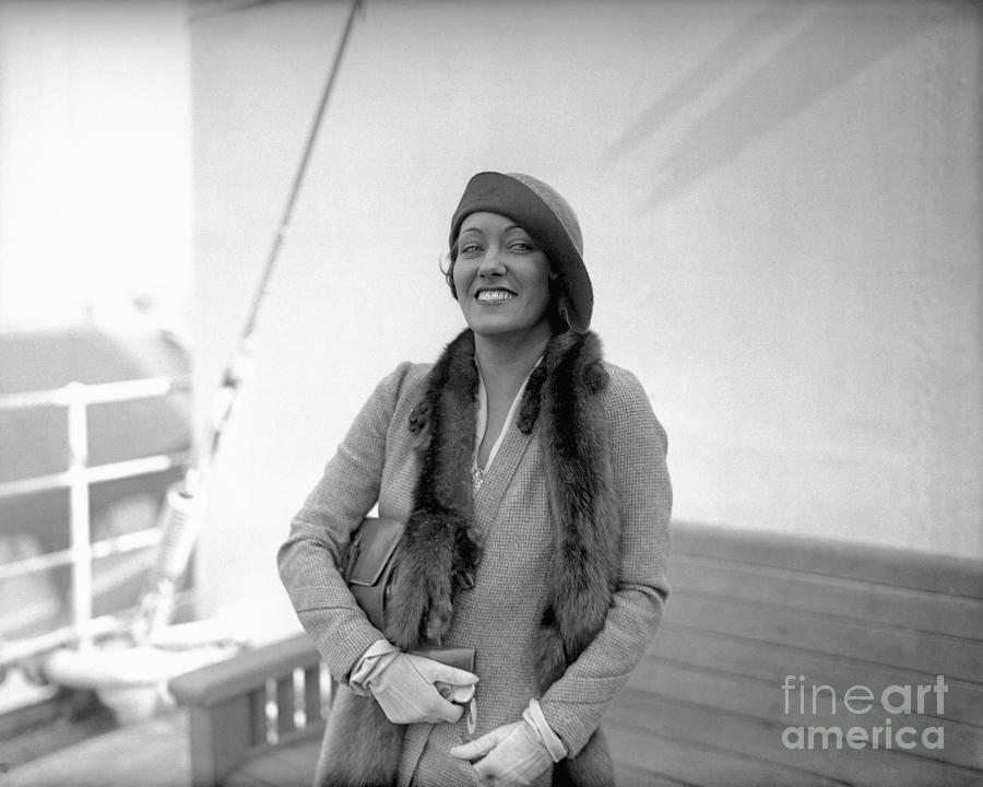 Actress Gloria Swanson Photograph by Bettmann