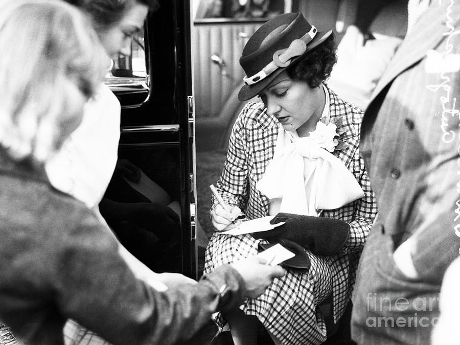Actress Gloria Swanson Giving Photograph by Bettmann