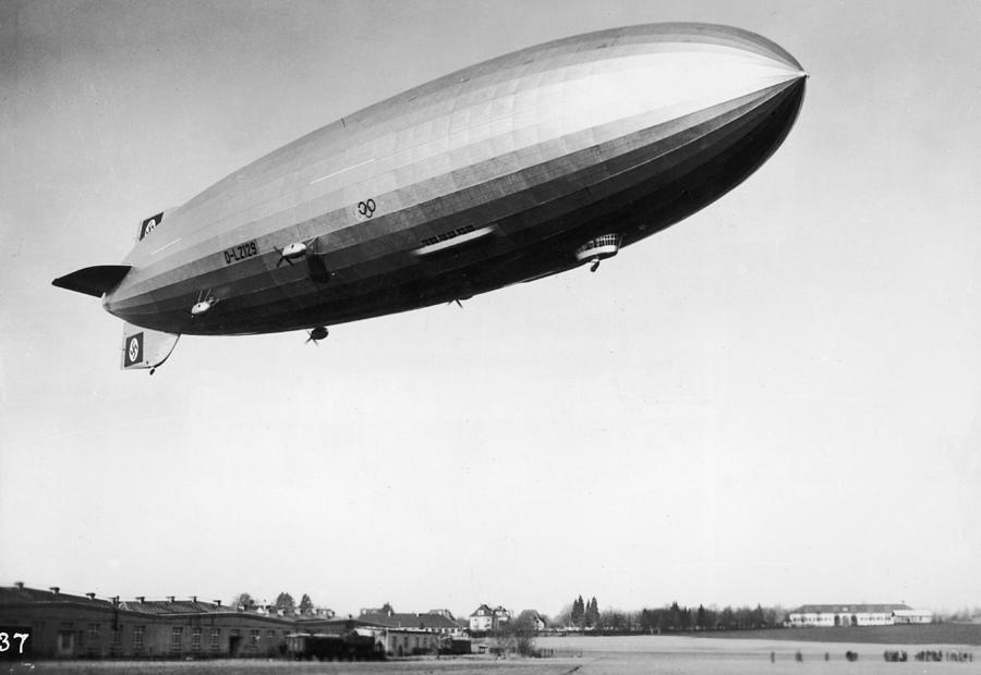 Airship Aloft Photograph by Hulton Archive