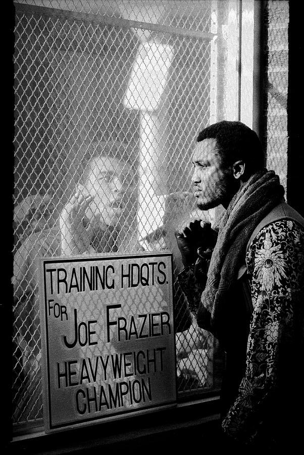 Ali Taunts Frazier Photograph by John Shearer