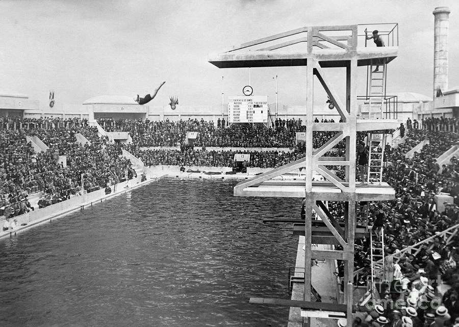 American Diver Winning Gold Medal Photograph by Bettmann