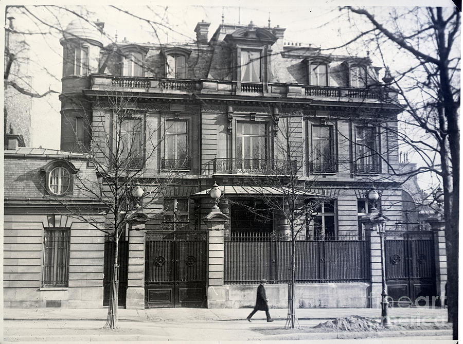 American Embassy In Paris Photograph by Bettmann