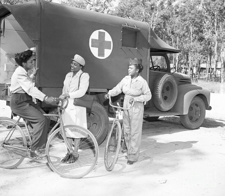 American Military Nurses Stand Photograph by Bettmann