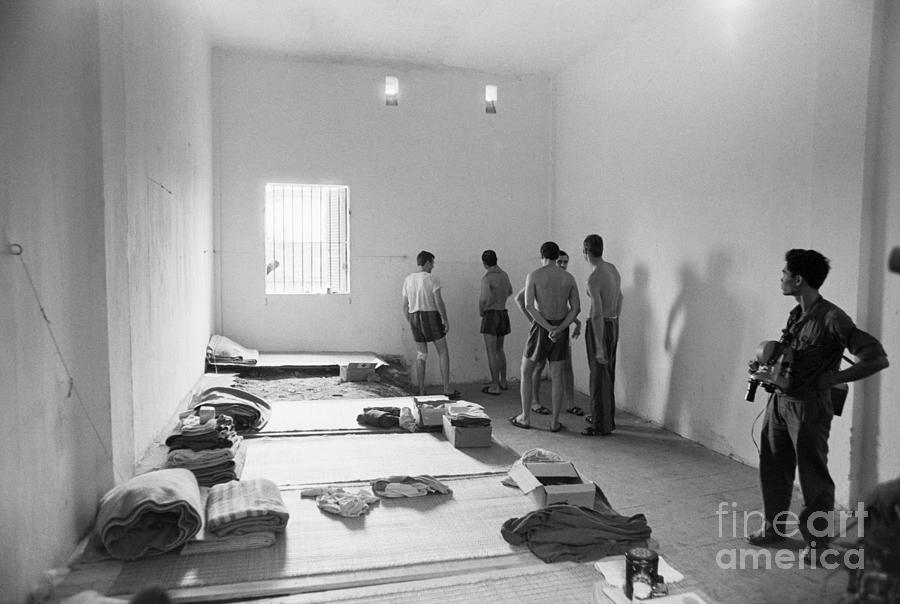 American Pows In Prison Cell In Hanoi Photograph by Bettmann
