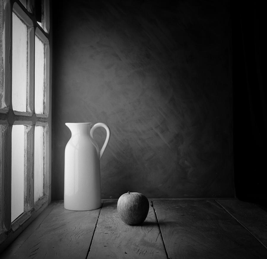 Composition Photograph - An Apple - Film by Luiz Laercio