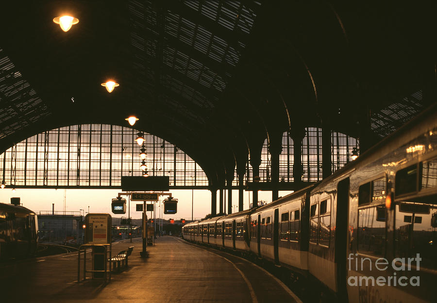 United Photograph - An Image Of Brighton Station by Kpg payless