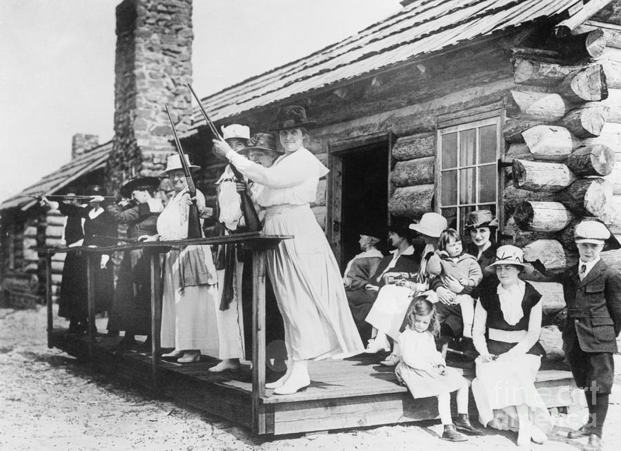 Annie Oakley Teaching Women To Shoot Photograph by Bettmann
